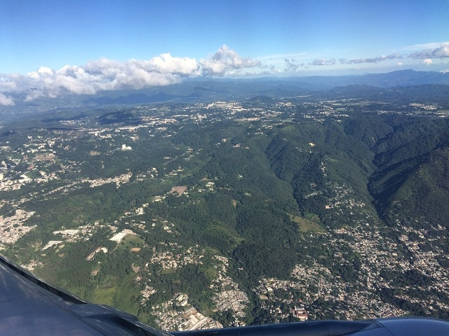 Vor der Landung über Guatemala-Stadt