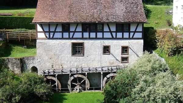 Eine alte Mühle am Weg