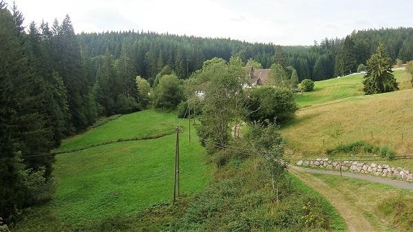 Die alte Bahntrassee ist Radweg