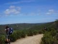 Auf dem Höhenweg über dem Tal des Carrapateira-Flusses