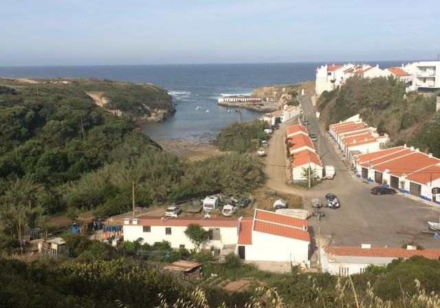 Blick auf Porto Covo am Morgen