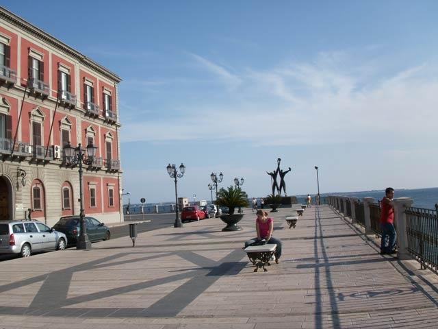 Auf dem Corso Due Mari in Taranto